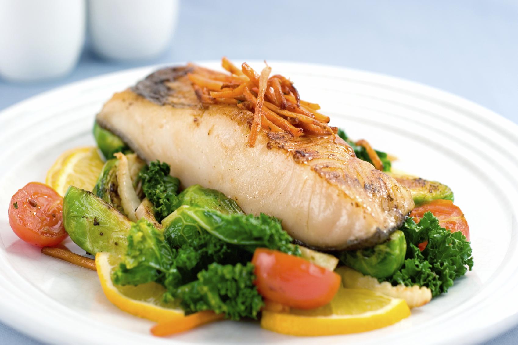 Рыба отварная с овощамиы