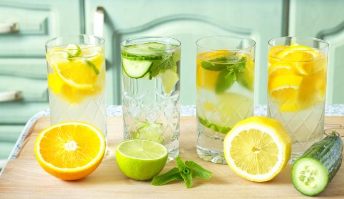 Употребление воды с лимоном поможет коже выглядеть здоровой и ухоженной.